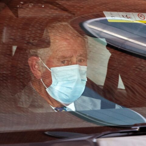 PHOTOS – Le prince Charles ému lors de sa 1ère visite à l'hôpital pour voir son père le duc d'Édimbourg