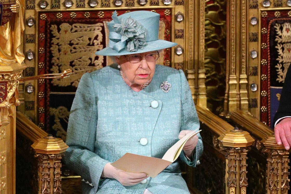 La reine Elisabeth II d'Angleterre - Arrivée de la reine Elizabeth II et discours à l'ouverture officielle du Parlement à Londres le 19 décembre 2019