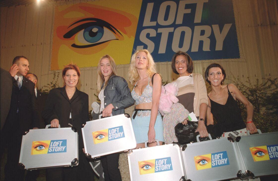Kenza, Delphine, Loana, Laure et Julie durant Loft Story en avril 2001
