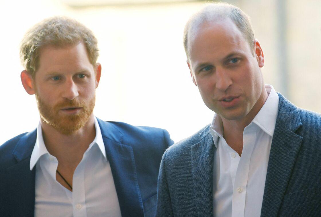 Le prince William, duc de Cambridge et le prince Harry inaugurent le centre Greenhouse à Londres le 26 avril 2018.