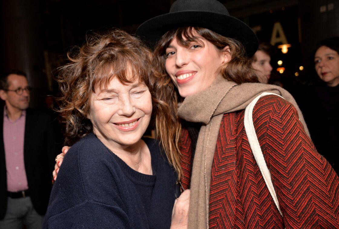 Jane Birkin et sa fille Lou Doillon, réunies à l'occasion de l'ouverture de la rétrospective Jane Birkin à la cinémathèque française, à Paris, le 25 janvier 2017.