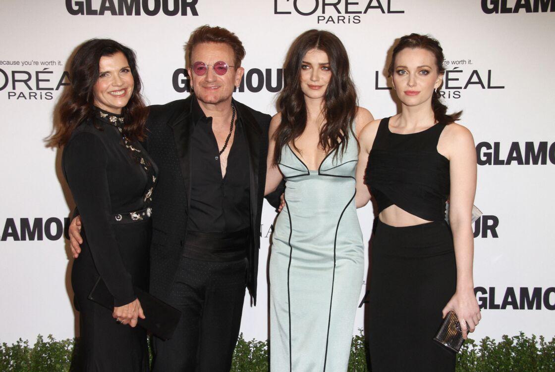 Le chanteur Bono, sa femme Ali Hewson et leurs filles Jordan et Eve - Soirée