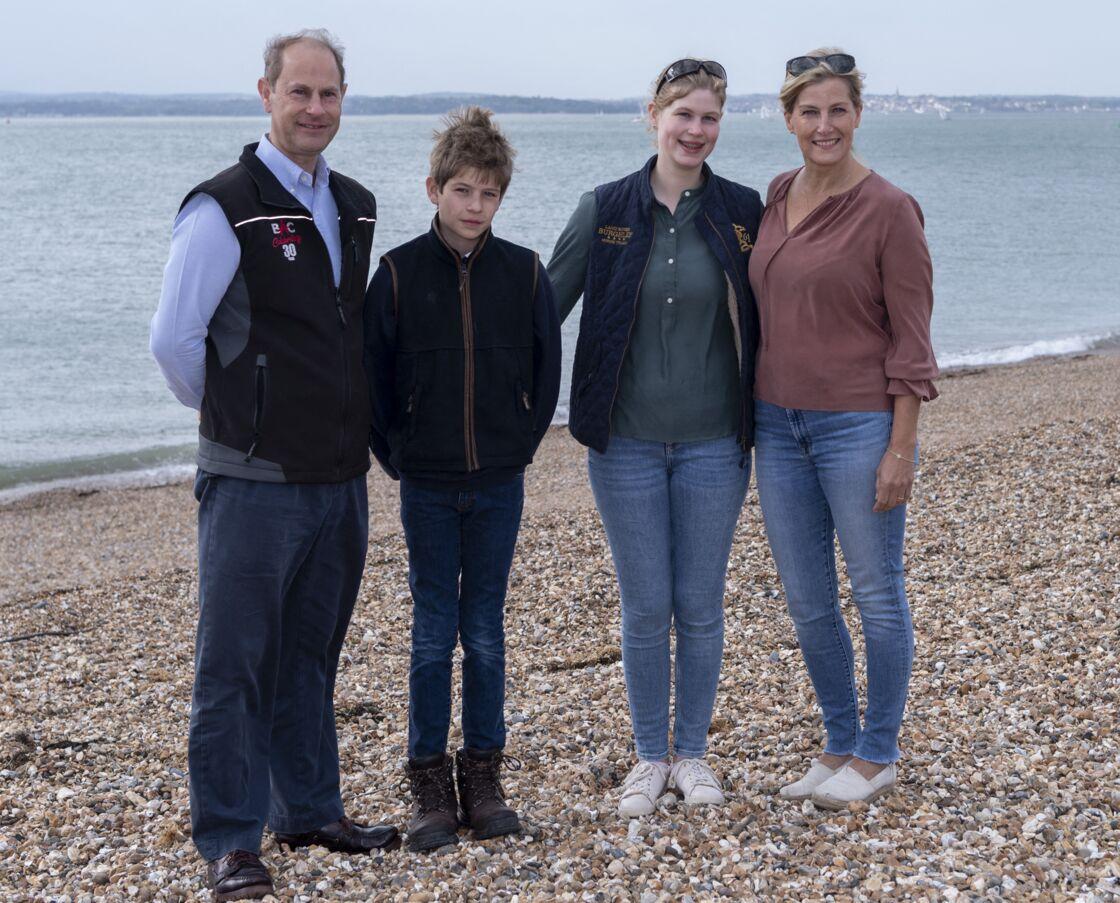 Le prince Edward, comte de Wessex, sa femme, la comtesse Sophie de Wessex, et leurs enfants, James Mountbatten-Windsor et Lady Louise Windsor - La famille de Wessex lors de l'opérattion