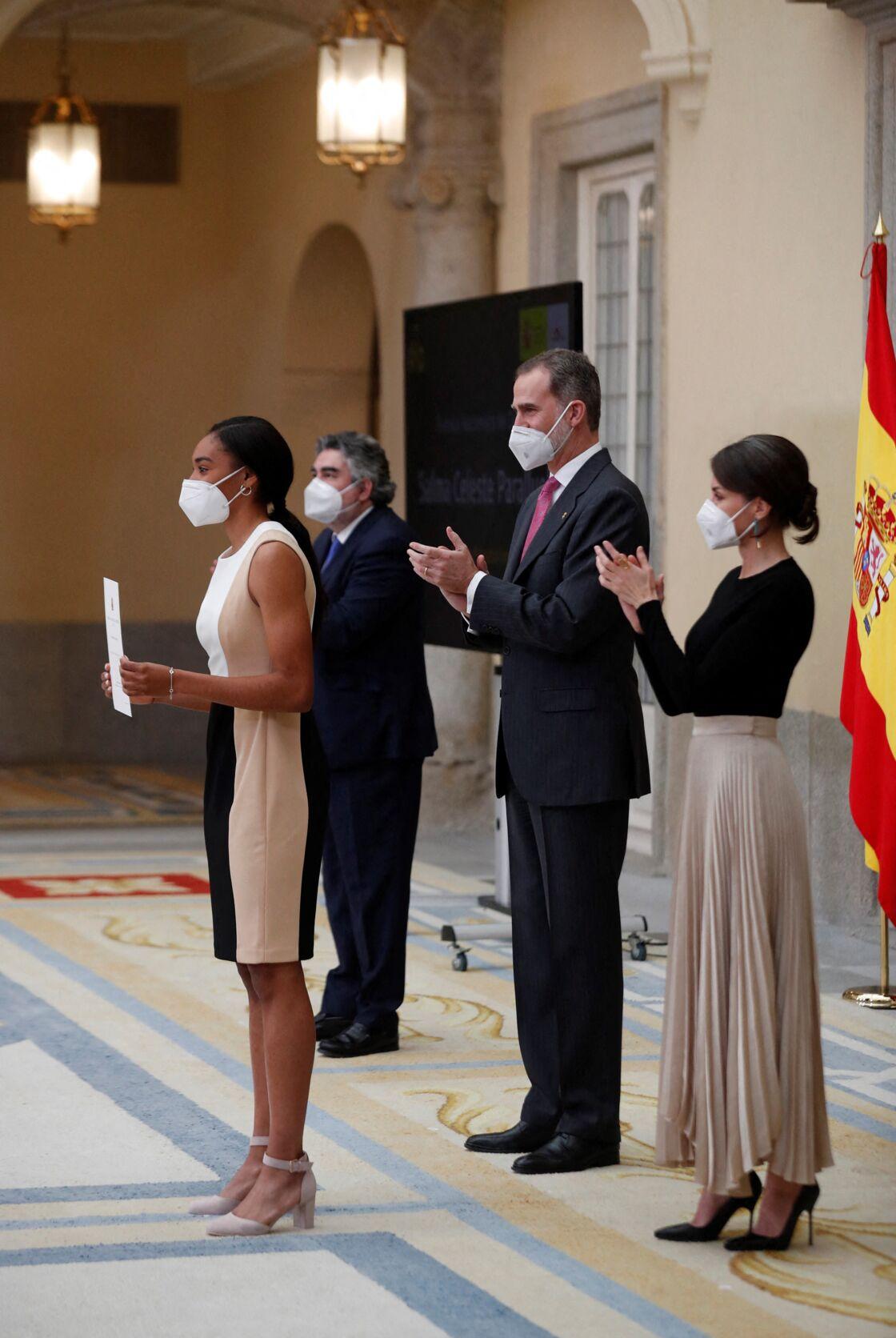 Le roi Felipe VI d'Espagne et la reine Letizia d'Espagne assistent à la cérémonie des National Sports Awards au Palais El Pardo à Madrid, Espagne, le 2 mars 2021.