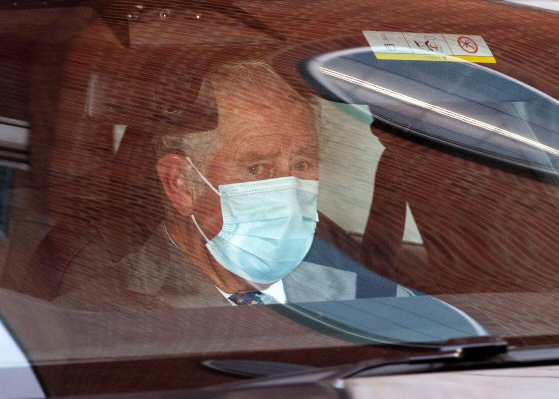 Le prince Charles est apparu très ému à sa sortie de l'hôpital King Edward VII, où il a rendu visite à son père, le prince Philip, le 21 février dernier