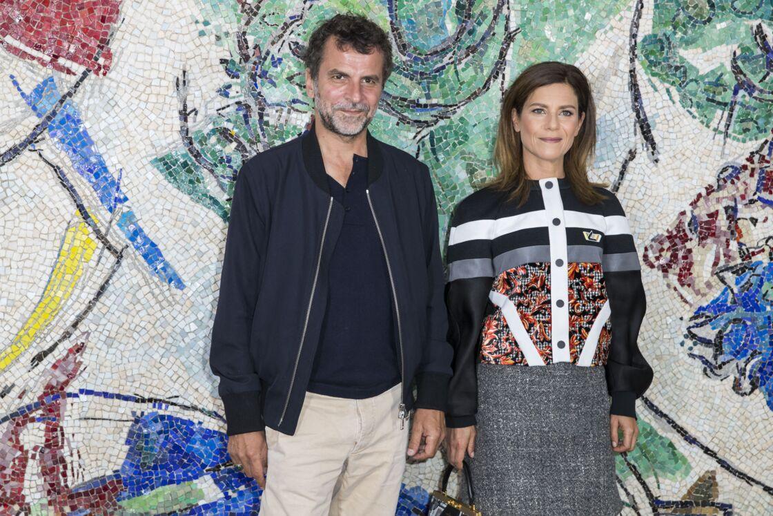 Eric Lartigau et Marina Foïs au photocall du défilé de la collection croisière Louis Vuitton 2019, à Saint-Paul-De-Vence, le 28 mai 2018.