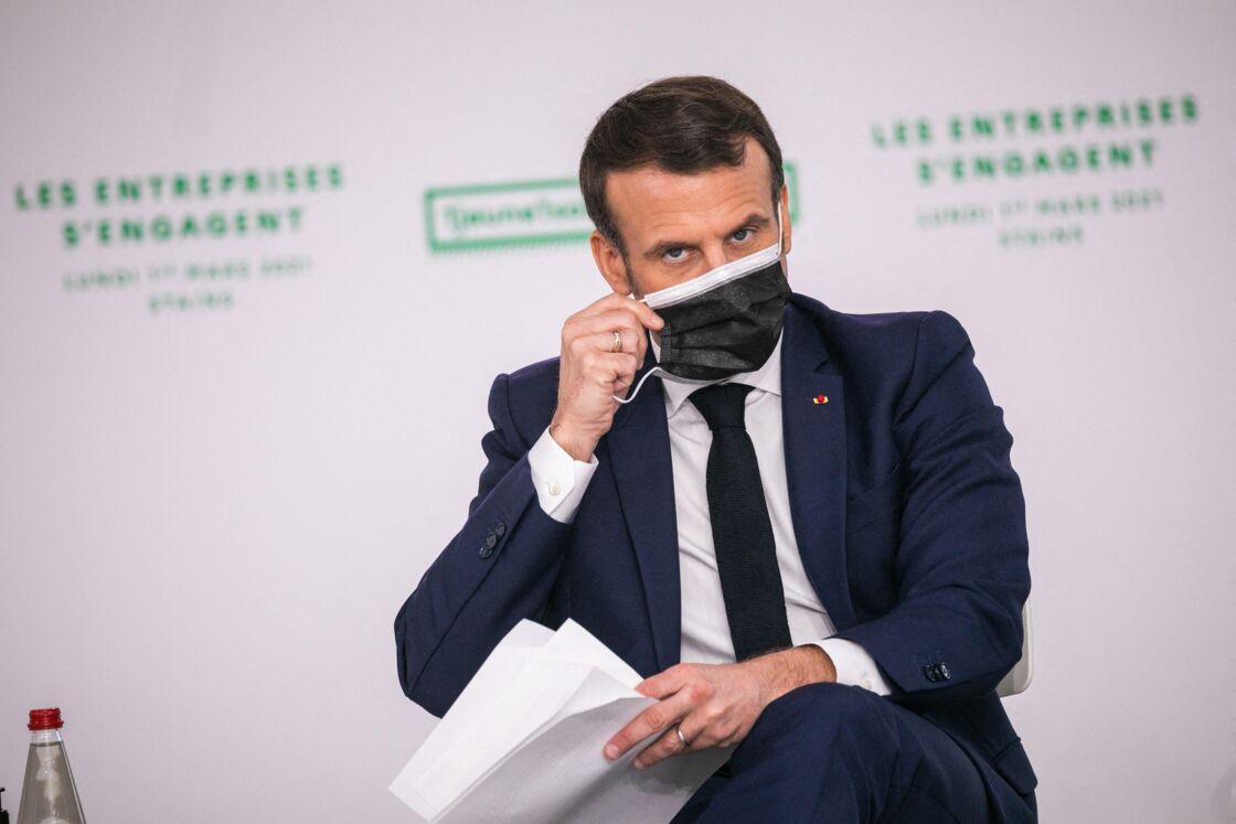 Le président de la République française Emmanuel Macron lors de sa visite du campus Industreet de la Fondation Total à Stains, France, le 1er mars 2021.