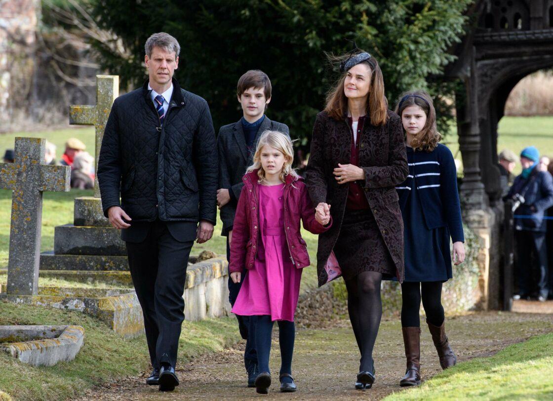 Samantha Cohen (à droite) et sa famille le 4 février 2018 à West Newton en Angleterre