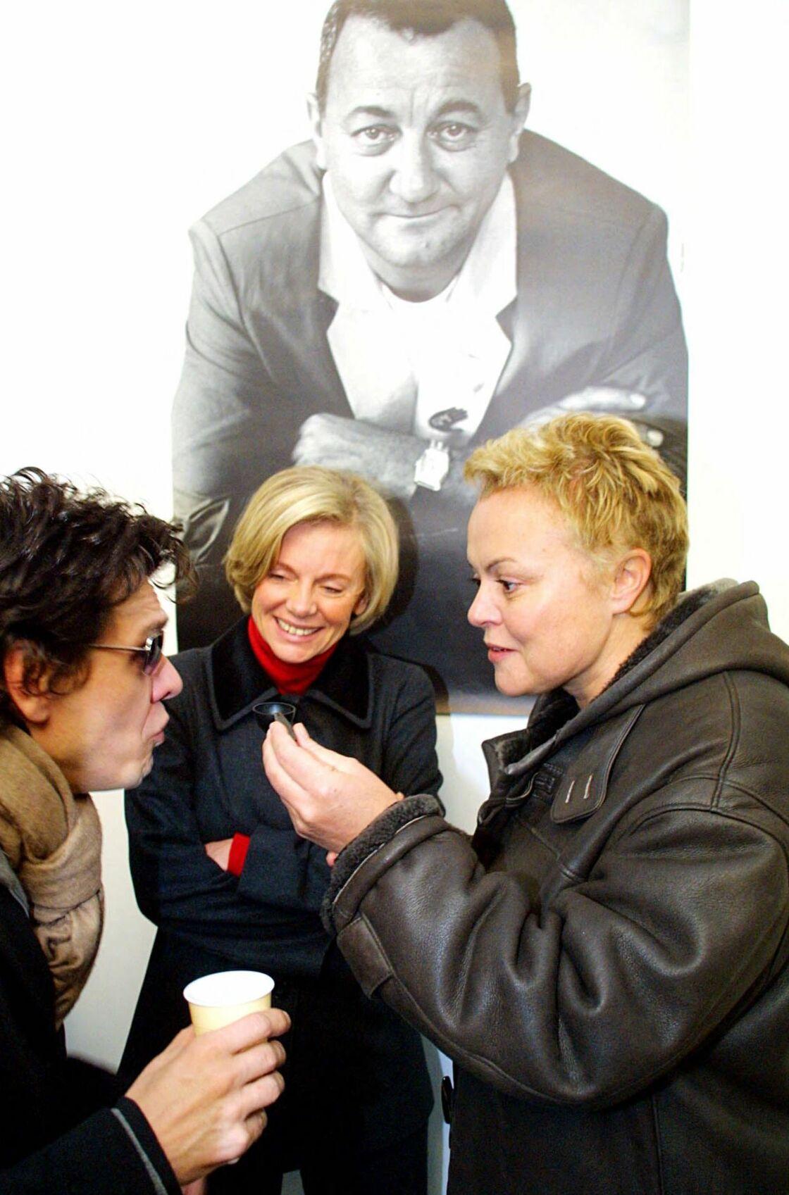Elizabeth Guigou, Muriel Robin et Marc Lavoine lors du lancement de la 17e campagne des Restos du Coeur 2001-2002, à Paris