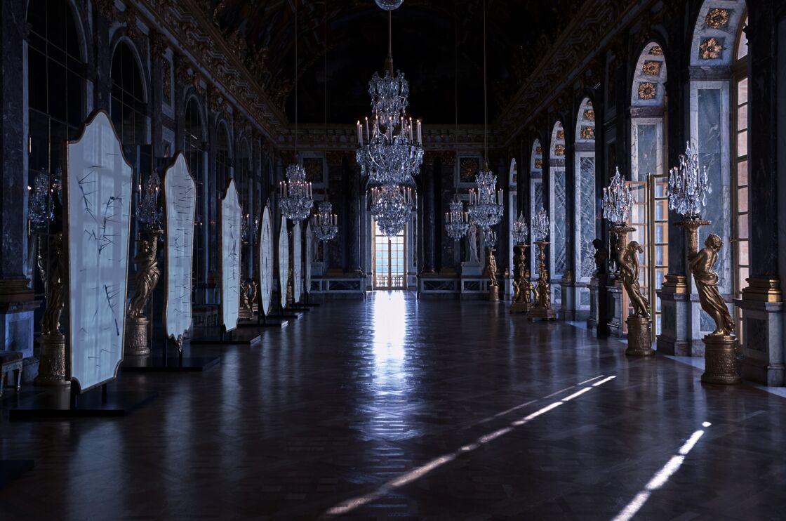 Pour présenter son défilé automne-hiver 2021-22, Dior envahit la Galerie des Glaces du Château de Versailles