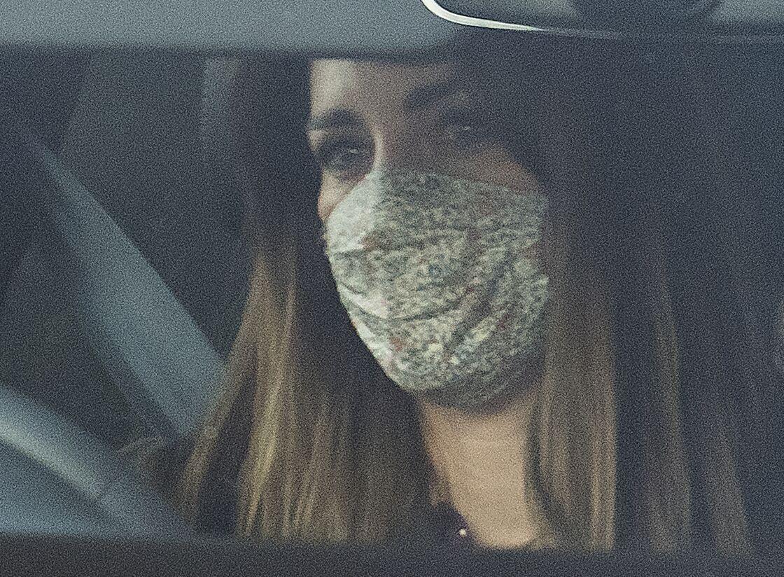 Kate Middleton au volant de sa voiture, en compagnie du prince George, quelques heures après la diffusion de l'interview exclusive de Meghan Markle et Harry sur CBS