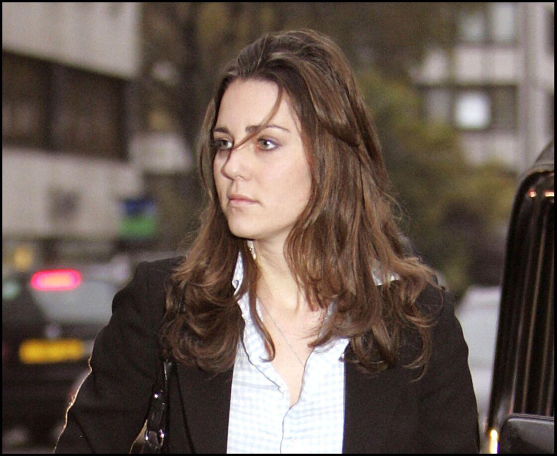 Kate Middleton, en train de faire du shopping à Londres, en 2006.