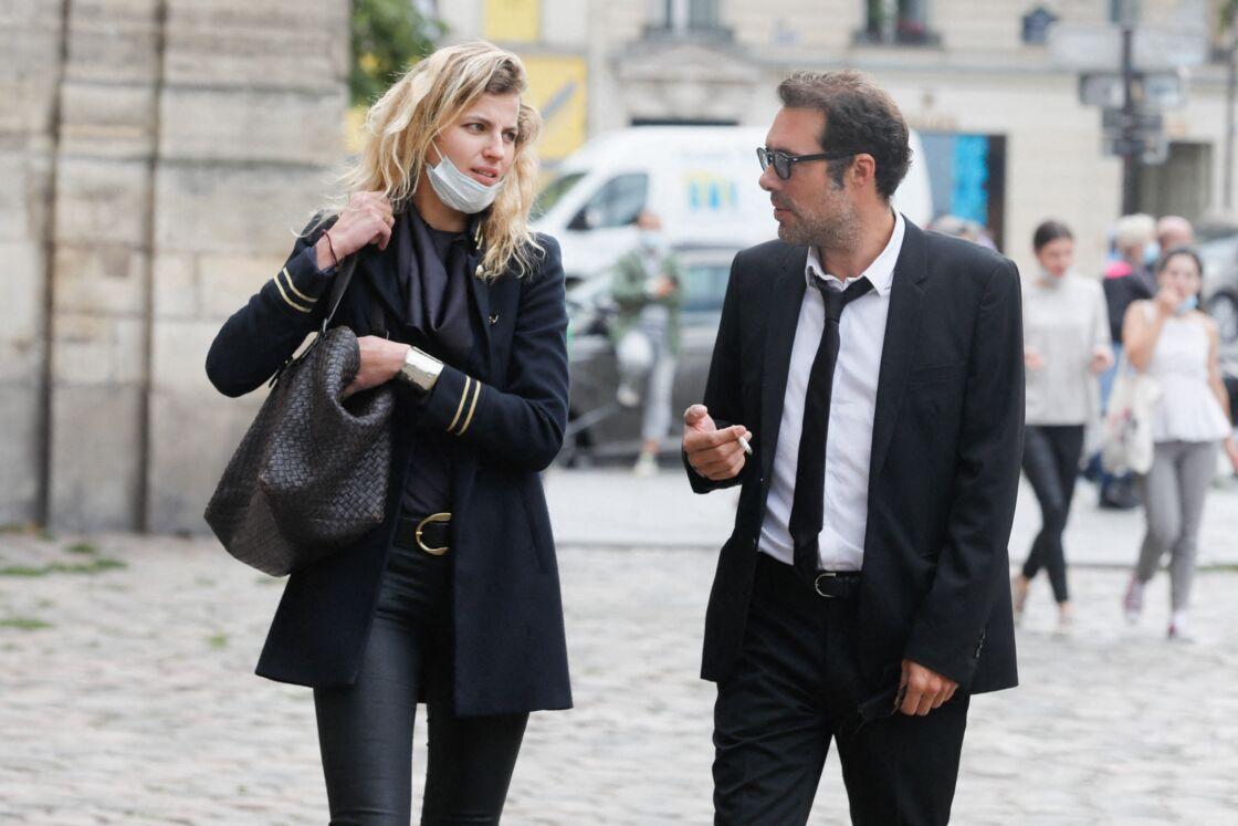 Nicolas Bedos et sa compagne Pauline Desmonts pour l'hommage à Jean-Loup Dabadie en l'église Saint-Germain-des-Prés, à Paris le 23 septembre 2020.