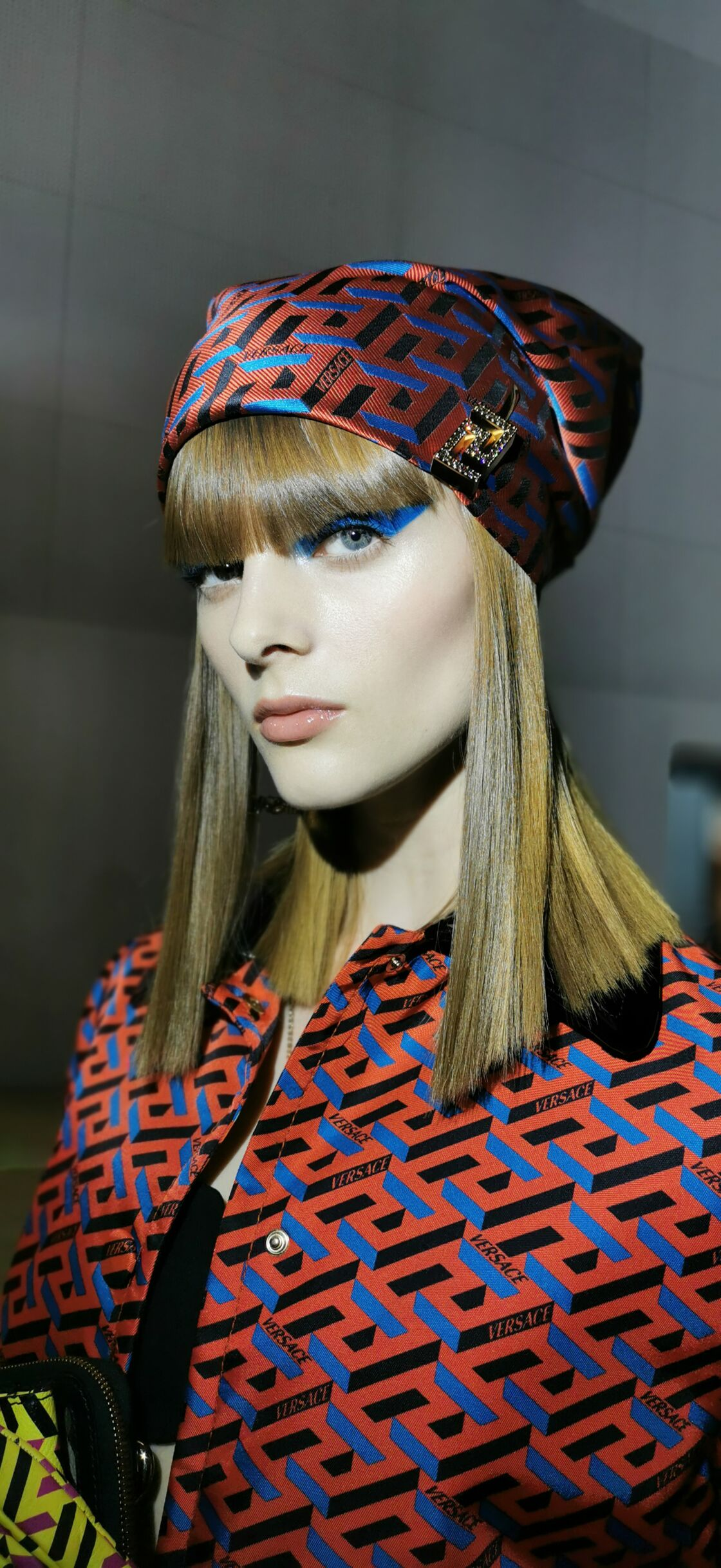 Le regard superstar et coloré de Pat Mc Grath pour Versace