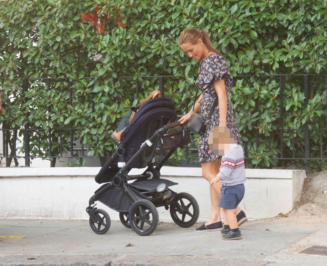 Pippa Middleton et son fils Arthur dans les rues de Londres, le 11 septembre 2020