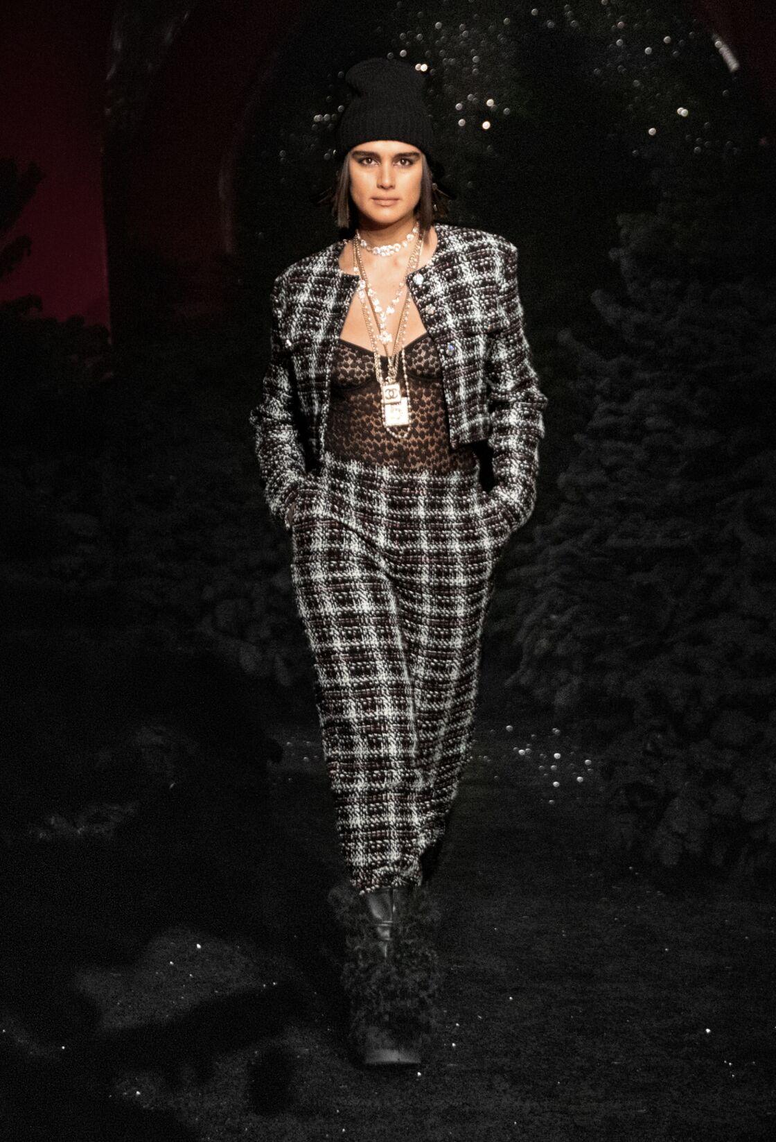Le carreaux reste un must chez Chanel