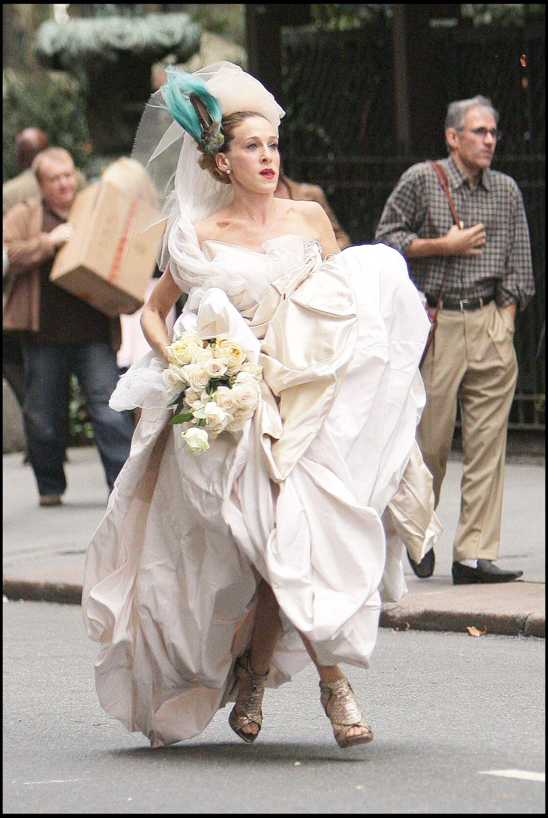Carrie Bradshaw s'apprête à dire oui dans une robe de mariée signée Vivienne Westwood