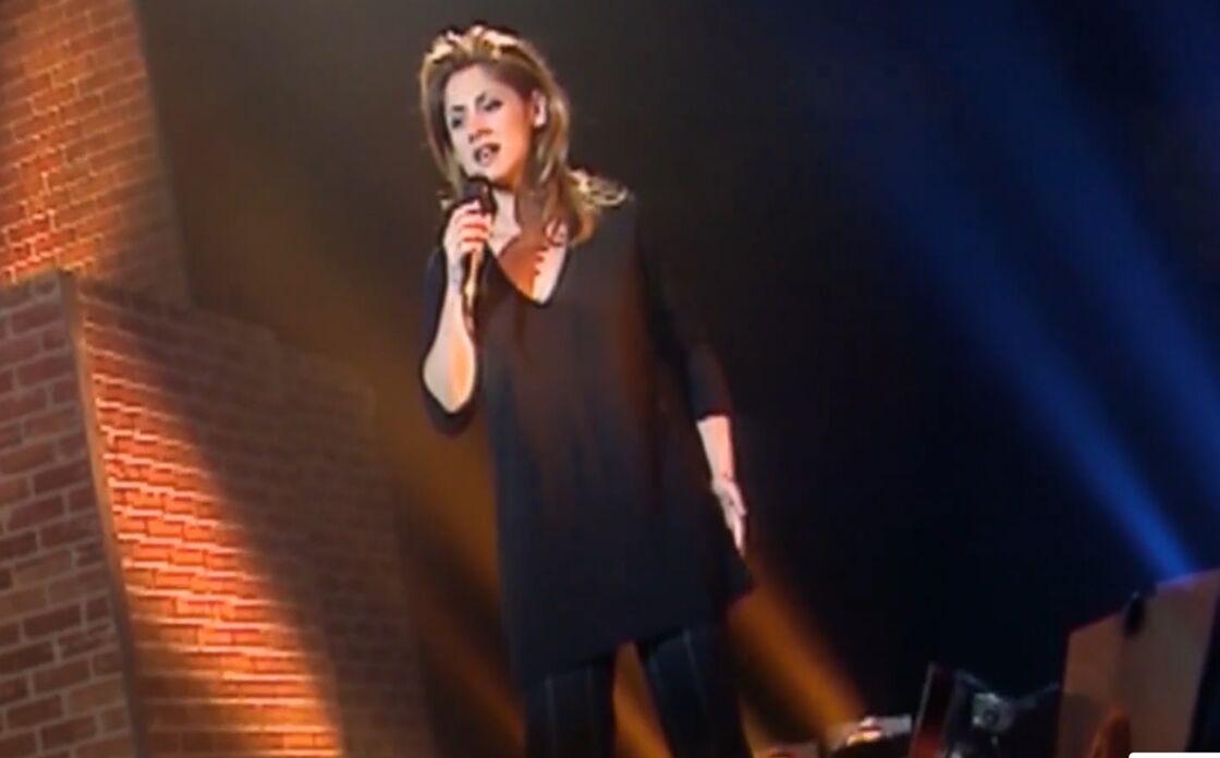 Lara Fabian sur scène, lors d'une promotion télé