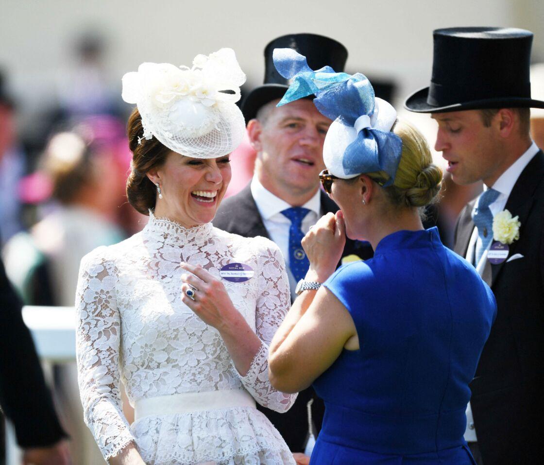 Kate Middleton et Zara Tindall en pleine discussion durant la journée des courses hippiques Royal Ascot, le 20 juin 2017