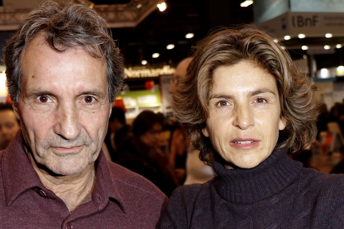 Jean-Jacques Bourdin et son épouse Anne Nivat au 38ème salon du livre de Paris à la Porte de Versailles, le 17 mars 2018
