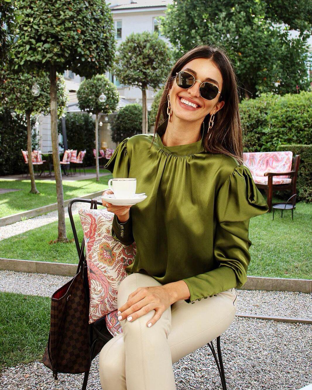 Instance et son vestiaire délicat, inspiré de l'Italie