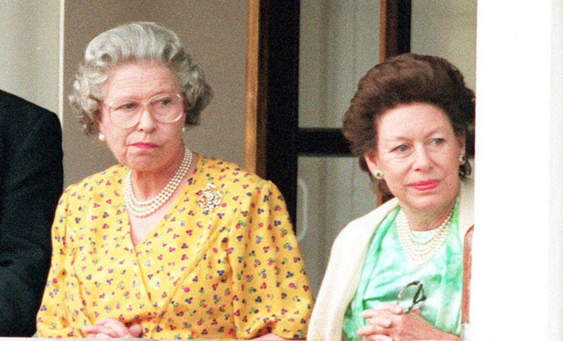 La reine Elizabeth II et sa soeur, la princesse Margaret, le 5 juin 1994