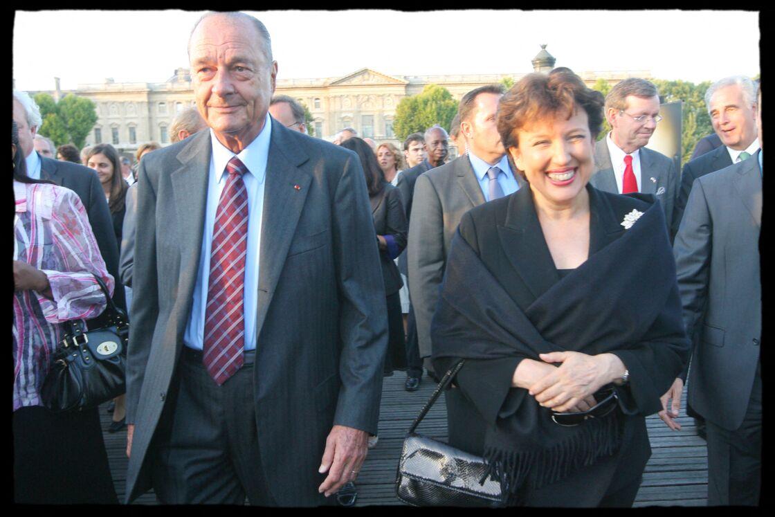 Roselyne Bachelot au côté de Jacques Chirac, au vernissage de l'exposition photographique de William Daniels, sur le pont des Arts, à Paris, en septembre 2008.