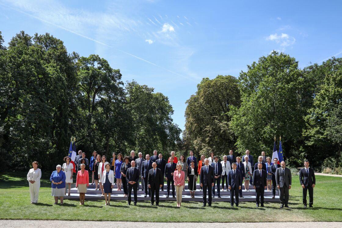 Les 43 membres du gouvernement ne se sont retrouvés qu'une seule fois au complet. C'était lors de la photo officielle, dans le jardin du palais de l'Elysée, le 29 juillet 2020.