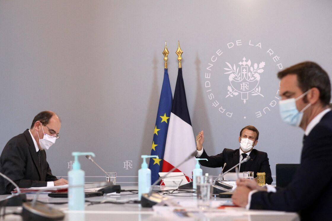 Emmanuel Macron, Jean Castex et Olivier Véran durant le conseil de défense le 12 novembre 2020, au Palais de l'Elysée