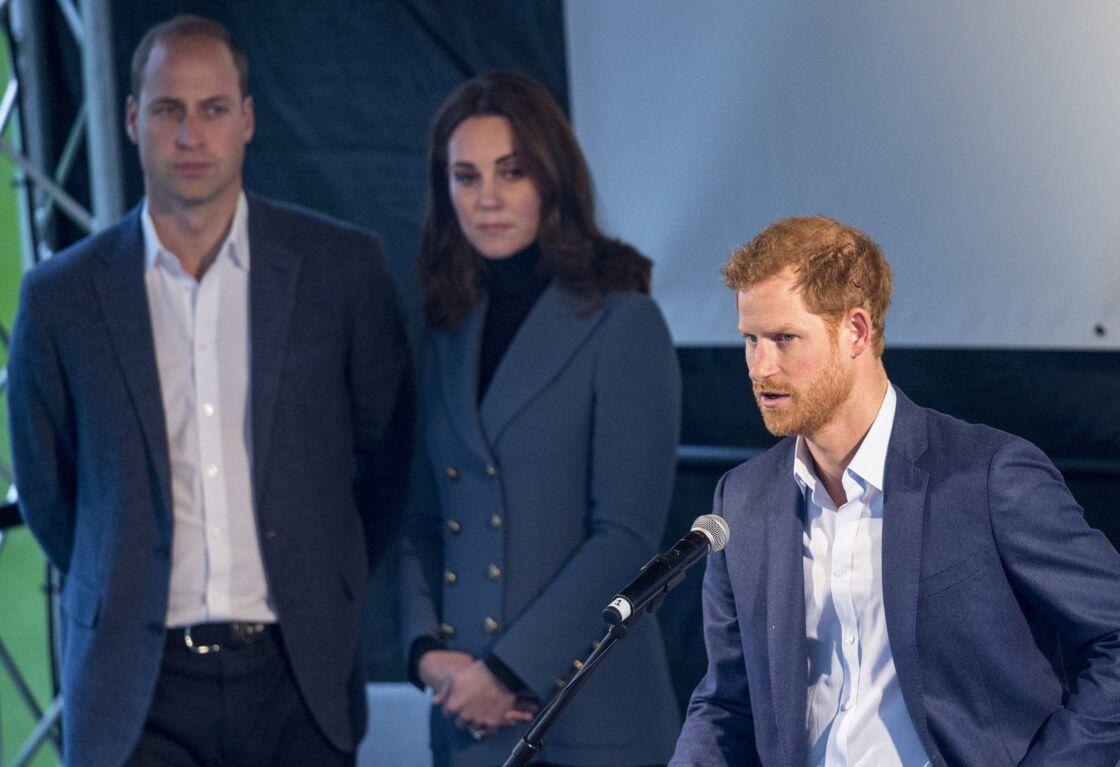 Le prince William, Kate Middleton et le prince Harry assistent à la cérémonie de remise de diplômes des apprentis Coach Core au London Stadium. Londres, le 18 octobre 2017.