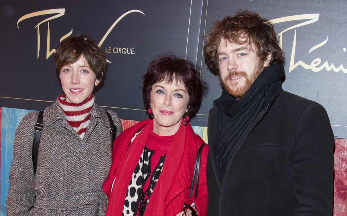 Anny Duperey entourée de sa fille Sara Giraudeau et de son fils Gaël Giraudeau, lors de la cérémonie de remise de prix du 39ème Festival Mondial du Cirque de Demain sur la Pelouse de Reuilly, à Paris, le 4 février 2018.