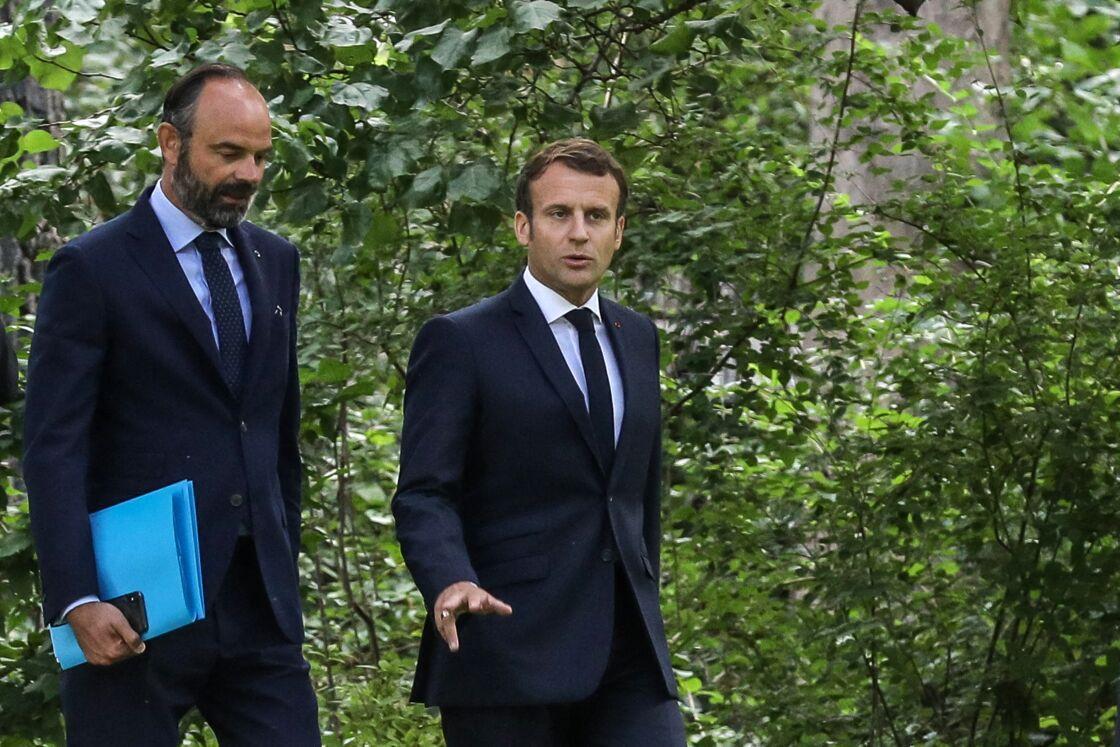 Le président de la République, Emmanuel Macron, accompagné de son (désormais) ex-Premier ministre, Édouard Philippe, à l'Élysée le 29 juin 2020.