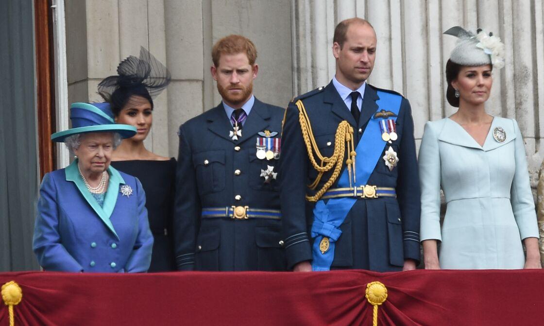 Sa Majesté Elizabeth II, Meghan Markle, le prince Harry, le prince William et Kate Middleton sur le balcon du palais de Buckingham en juillet 2018