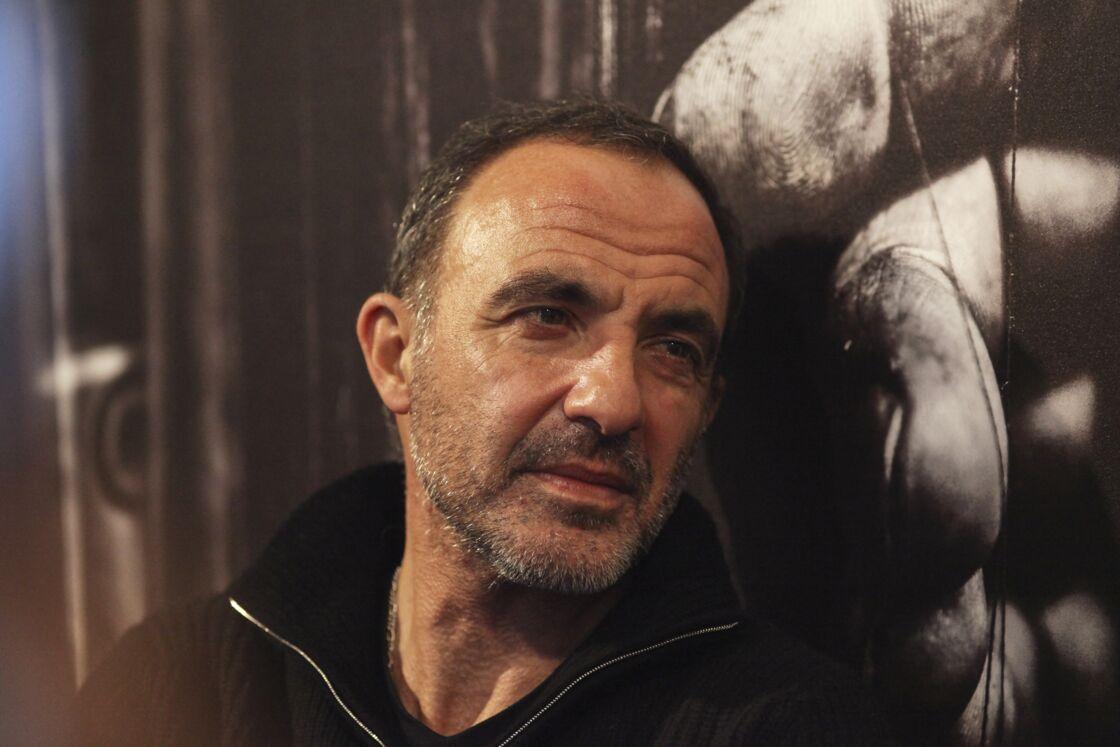 Nikos Aliagas en dédicace pour le dernier jour de son exposition photo