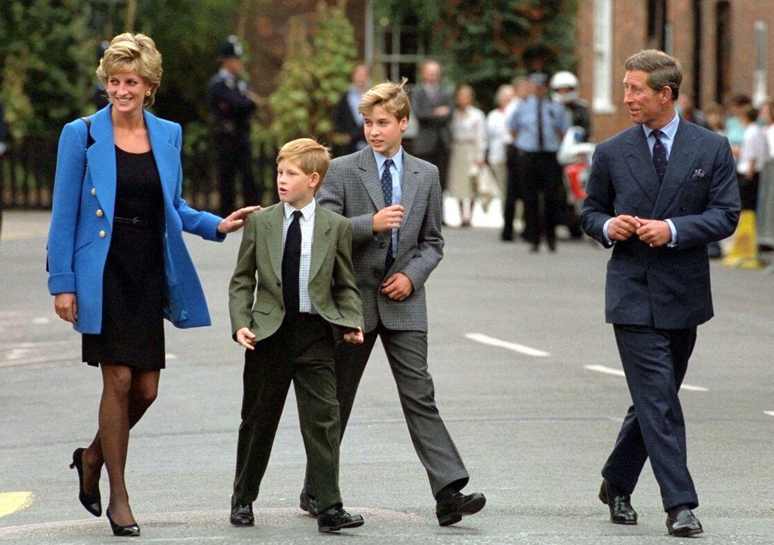 Princesse Diana et le prince Charles en compagnie du prince Harry et William