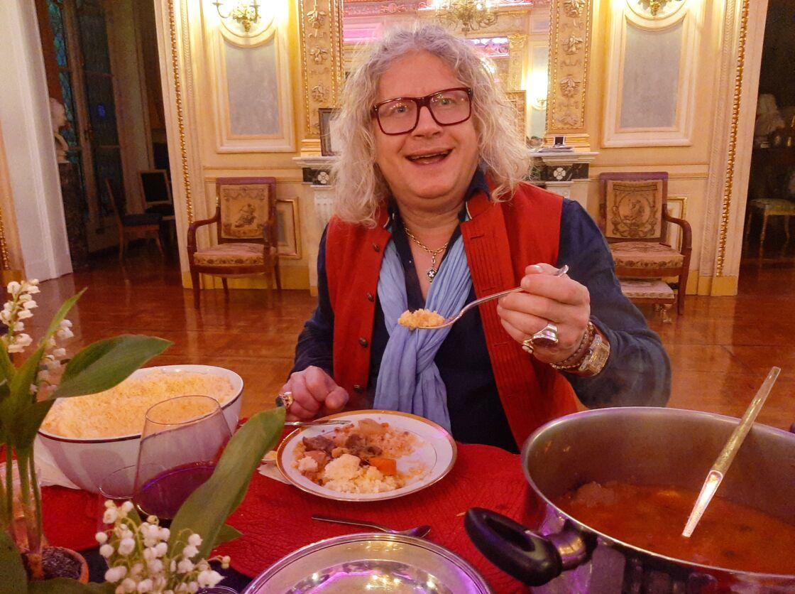 Pierre-Jean Chalençon, confiné au Palais Vivienne, s'est fait un couscous pour le dîner, le 3 mai 2020.