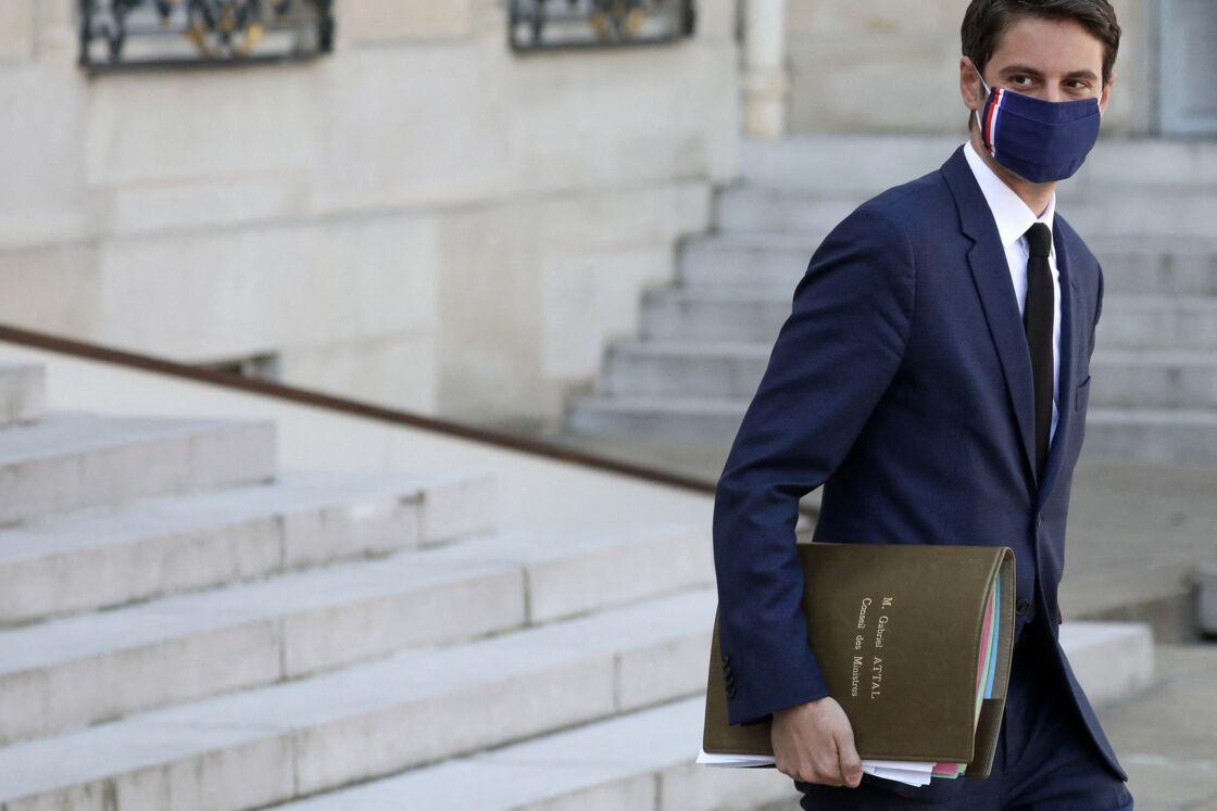 Gabriel Attal, Porte-parole du Gouvernement à la sortie du conseil des ministres du 31 mars 2021, au palais de l'Elysée à Paris
