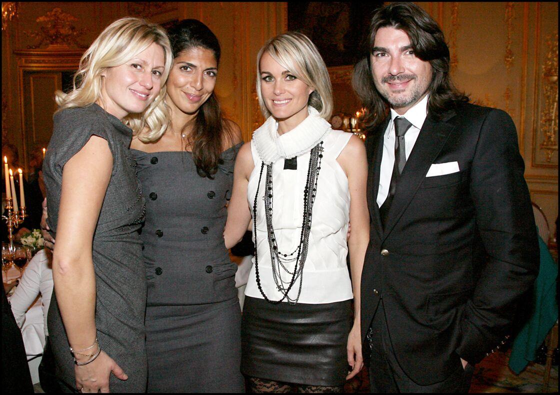 Luana Belmondo, Hoda Roche et Laeticia Hallyday lors de la vente aux enchère