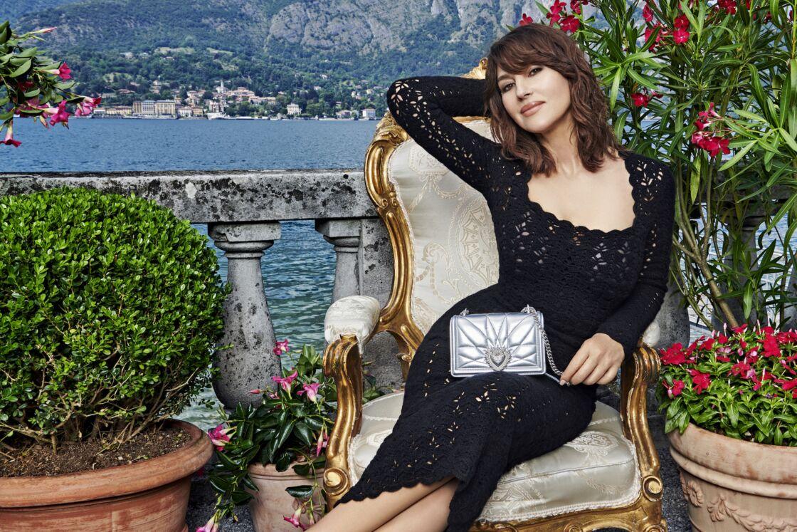 A 56 ans, MonicaBelluci devient la star de la campagne du nouveau sac à mains de Dolce & Gabbana