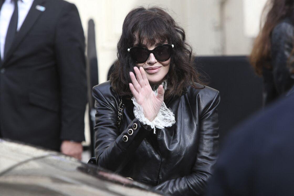 Isabelle Adjani à la sortie du défilé Chanel
