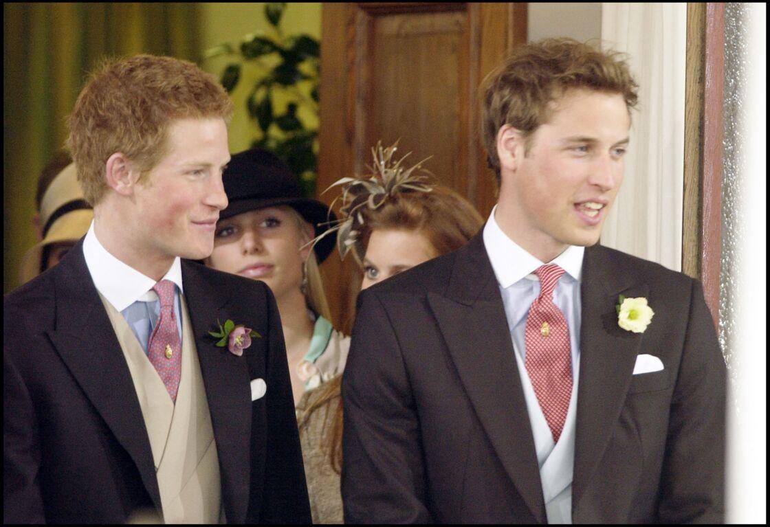 Le prince Harry et le prince William, lors du mariage de leur père, le 9 avril 2005, à Windsor.