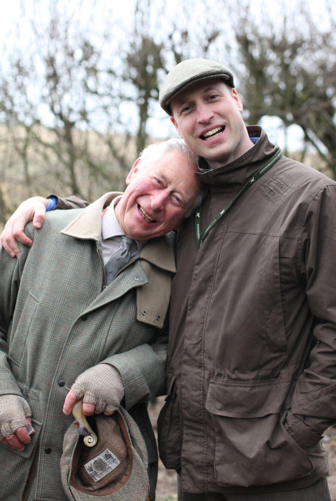 Moment de complicité entre le prince Charles et William, son fils aîné