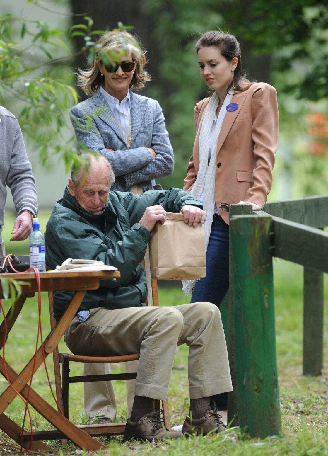 Lady Penny Bradbourne, avec sa fille Alexandra et le prince Philip, à Windsor, en mai 2017. Une proximité qui s'explique : le mari de la comtesse, Norton Knatchbull, était un filleul de feu le duc d'Edimbourg.