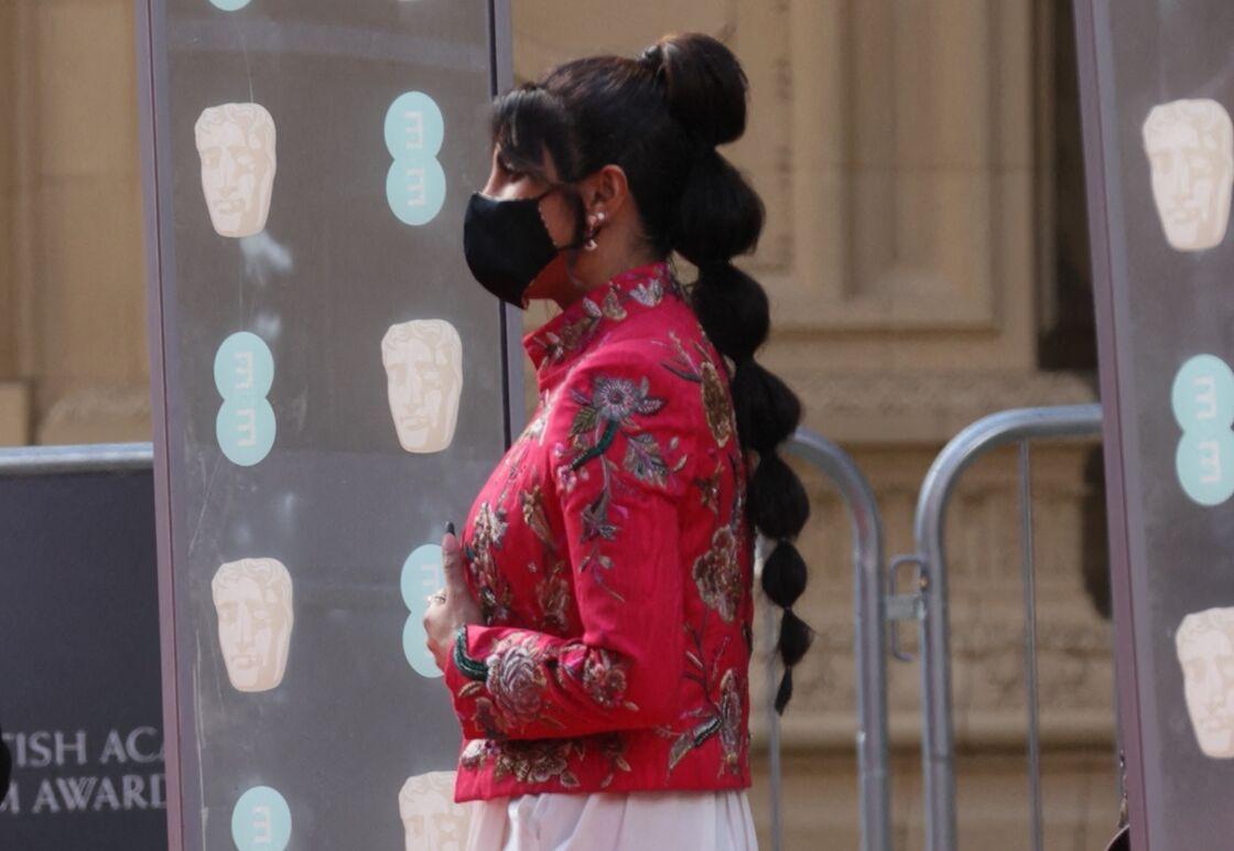 Priyanka Chopra a opté pour la bubble braid, la tresse la plus tendance du moment