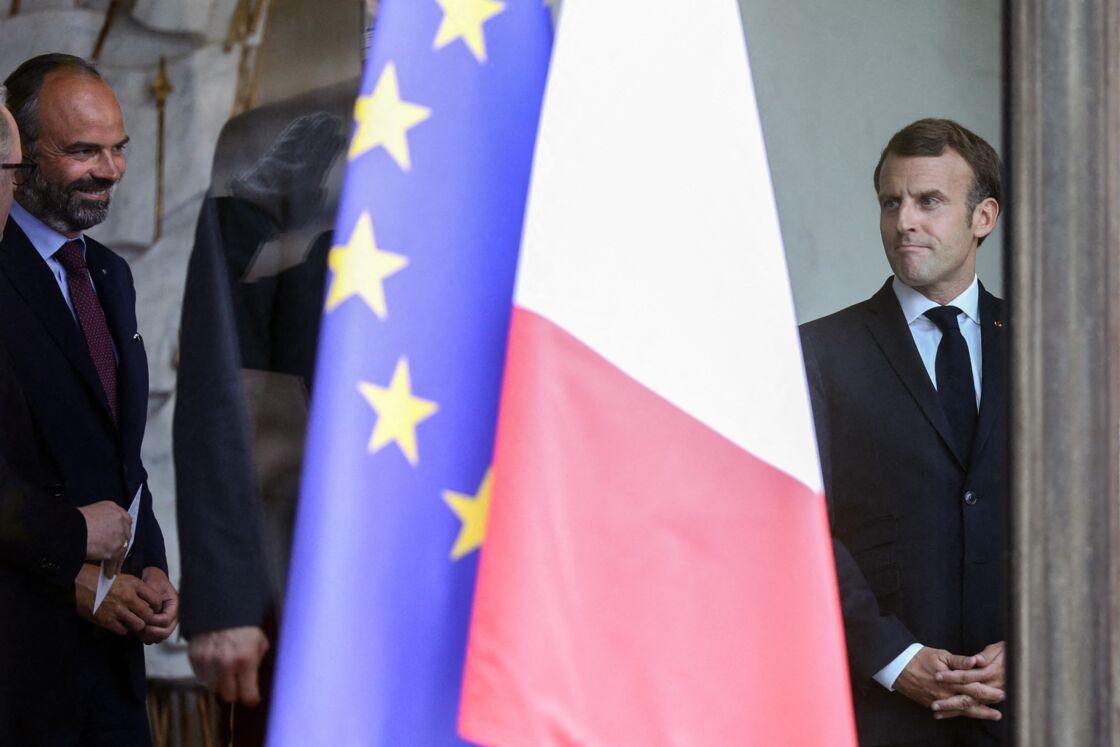 Le président français Emmanuel Macron reçoit Gérard Larcher, Président du Sénat, Richard Ferrand, Président de l'Assemblée nationale et Patrick Bernasconi, Président du Conseil économique, social et environnemental (CESE), en présence du premier ministre Edouard Philippe au Palais de l'Elysée à Paris, France, le 2 juillet 2020.