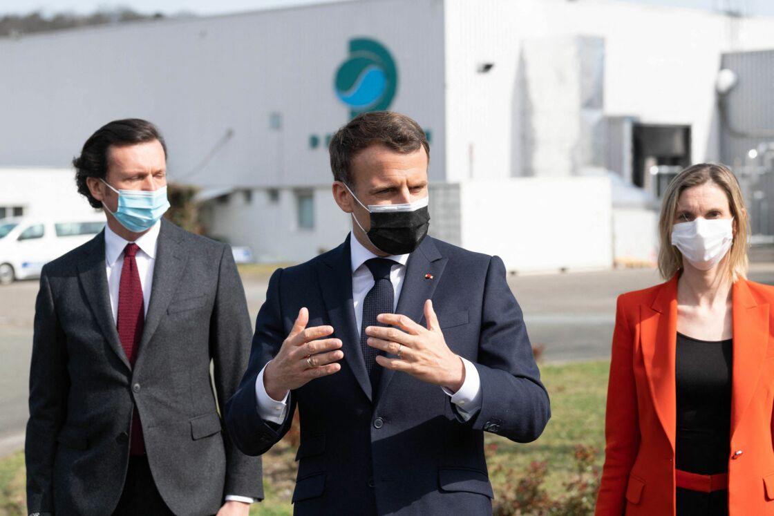 Emmanuel Macron en visite à l'usine pharmaceutique Delpharm le 9 avril 2021