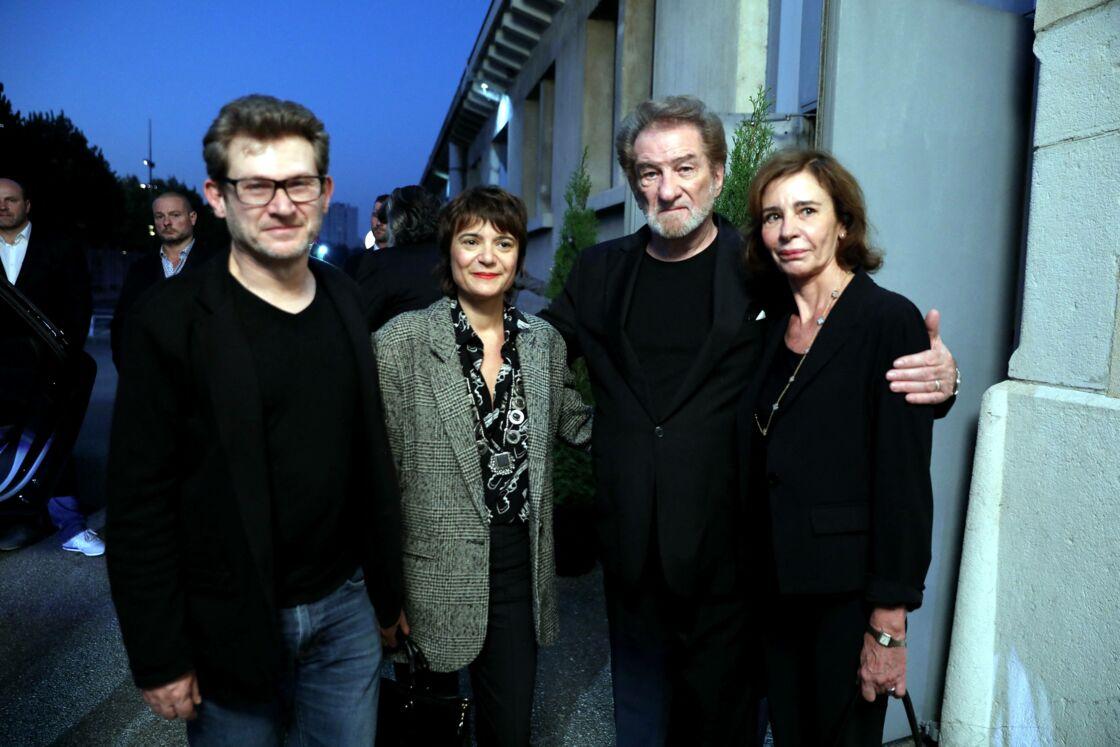 Eddy Mitchell accompagné de ses enfants, Sylvaine et Eddy Moine, et de sa femme, Muriel