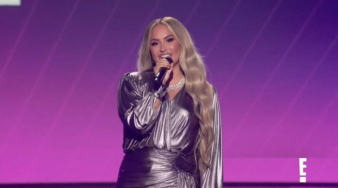 Demi Lovato fait un discours lors de l'ouverture lors de la 46ème cérémonie des