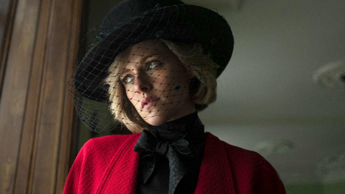 Kristen Stewart bluffante en Princesse Diana, et définitivement abonnée aux rôles de femme blonde.