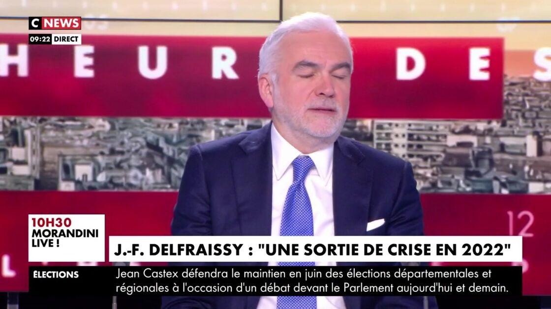 Pascal Praud s'exprime sur la campagne de vaccination de Covid-19 en France dans l'émission L'heure des Pros, mardi 13 avril 2021